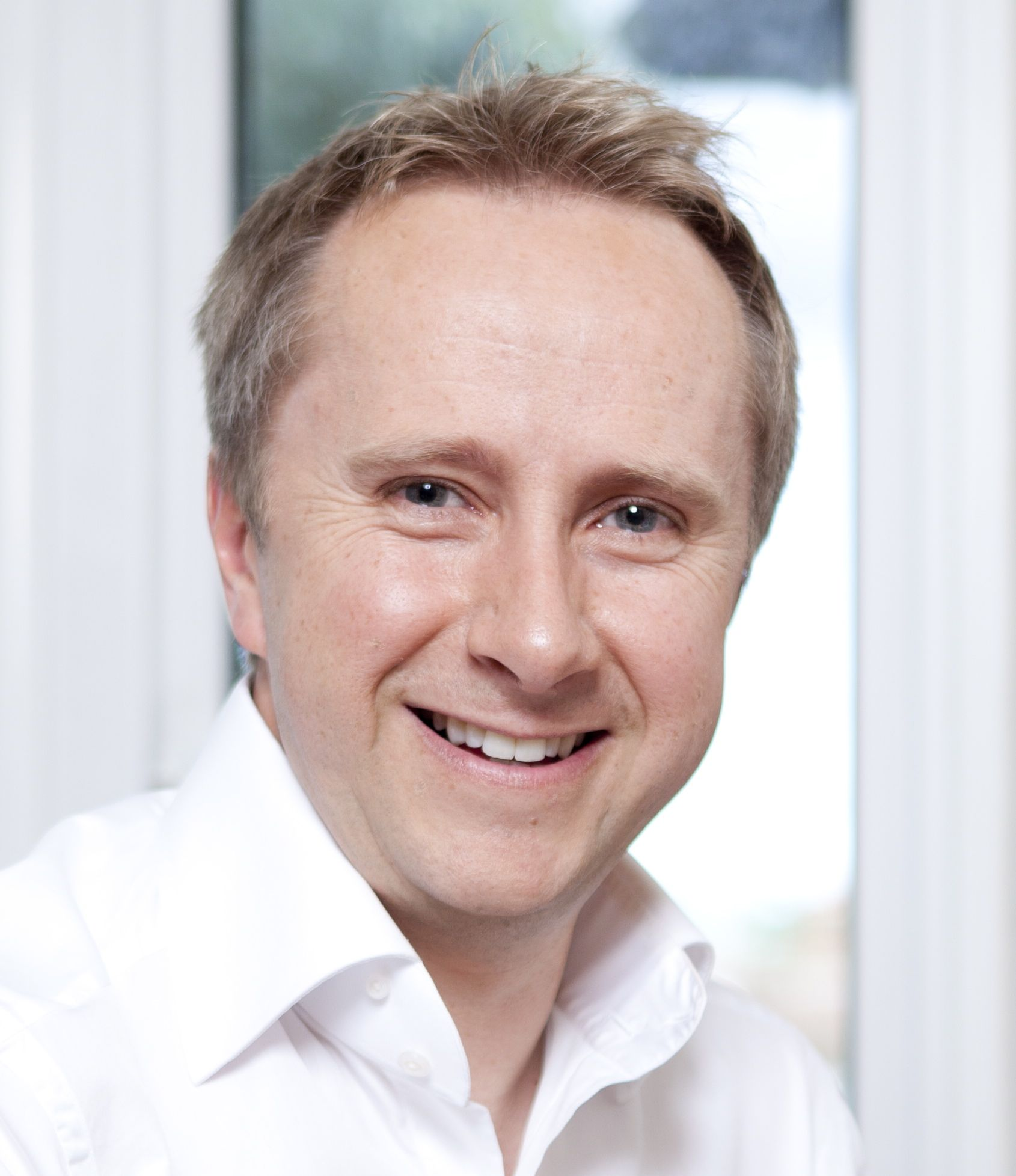 Dr Rob Hicks, broadcaster and journalist supports self care aware practice